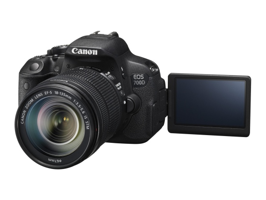 Canon EOS 700D + objektiv EF-S 18-135 IS STM